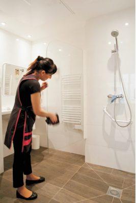 Nettoyage salle de bain hotel